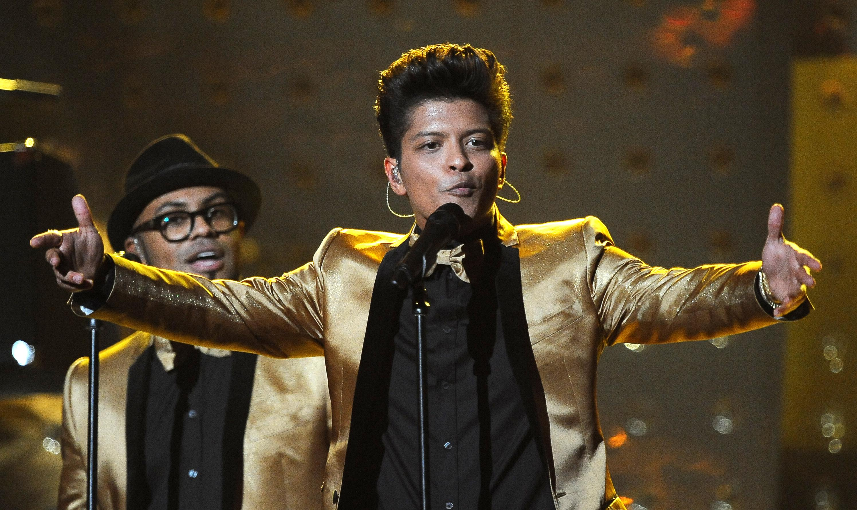 Bruno Mars performs at the Staples Cente