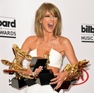 US-MUSIC-BILLBOARD MUSIC AWARDS-PRESS ROOM