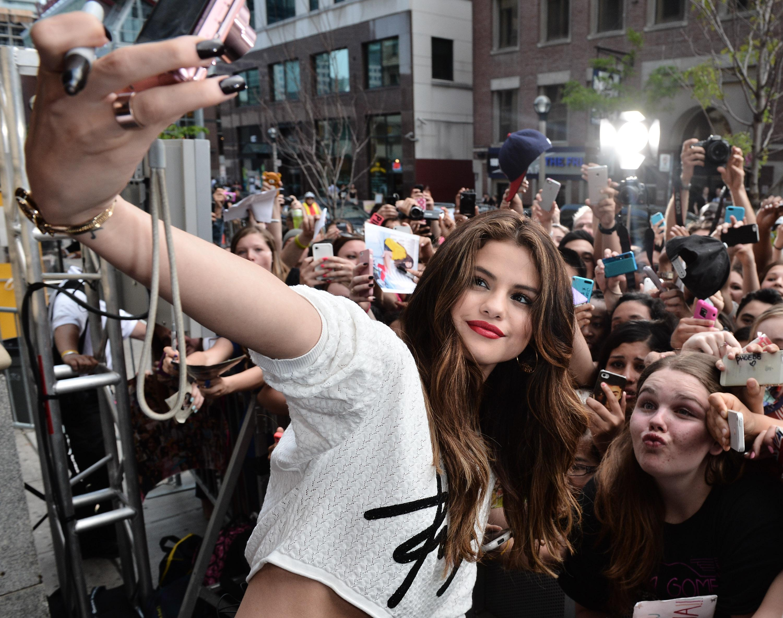 Selena Gomez Co-Hosts New.Music.Live.